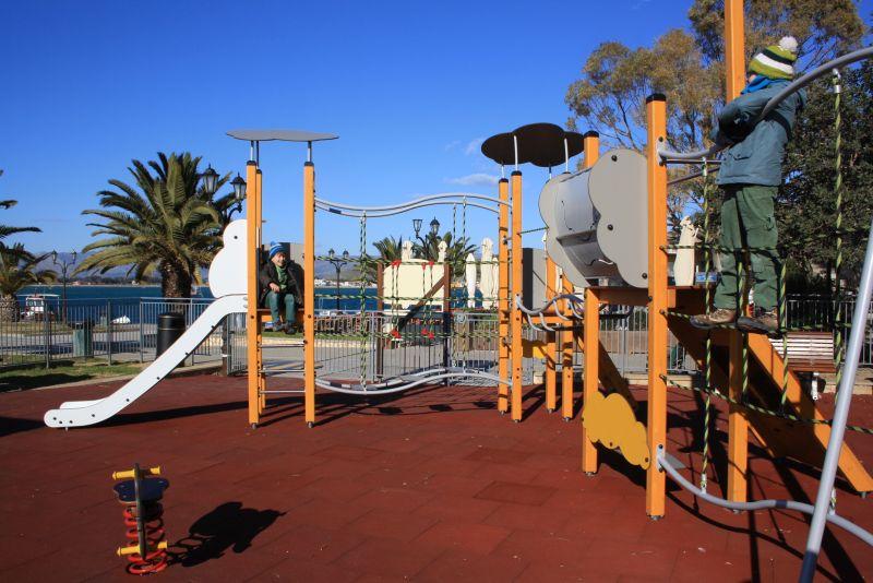 Spielplatz in Nafplion, Peloponnes mit Kindern
