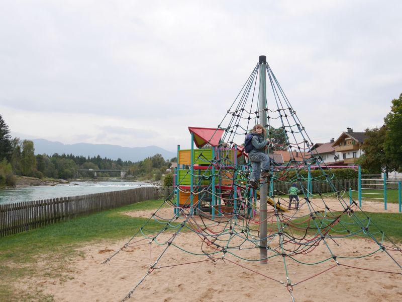 Der Spielplatz in Lechbruck mit Lech-Blick.
