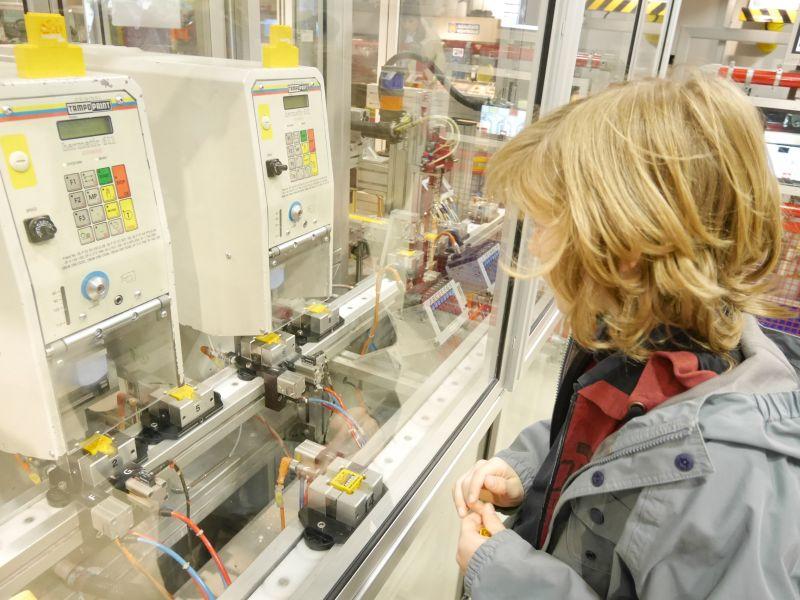 Wie Legosteine hergestellt werden, erfährt man auch in der Lego-Fabrik (wenngleich hier natürlich nicht wirklich produziert wird, wie ältere Kinder sofort bemerken).