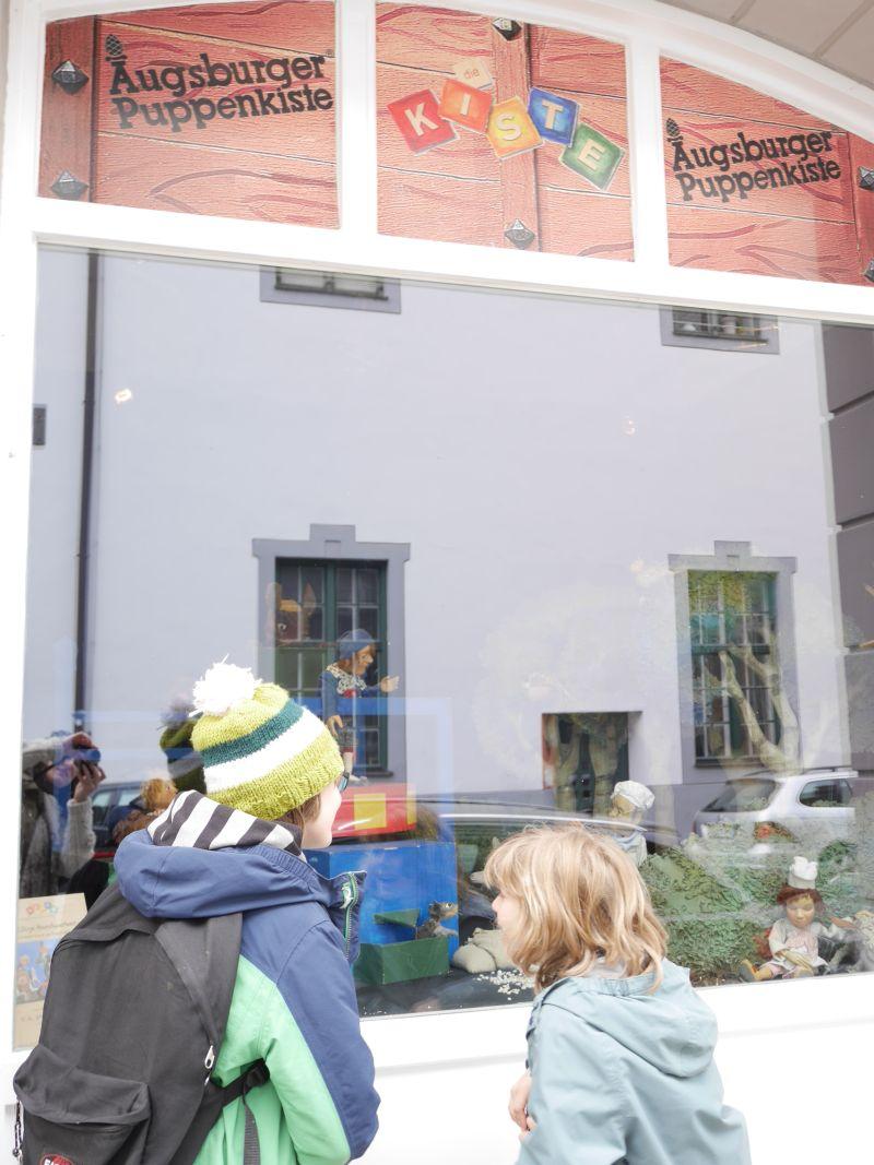 Augsburg mit Kindern, Augsburger Puppenkiste Schaufenster