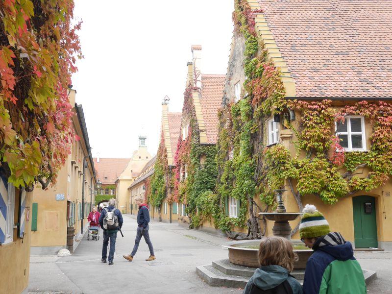Augsburg mit Kindern, Fuggerei Brunnen
