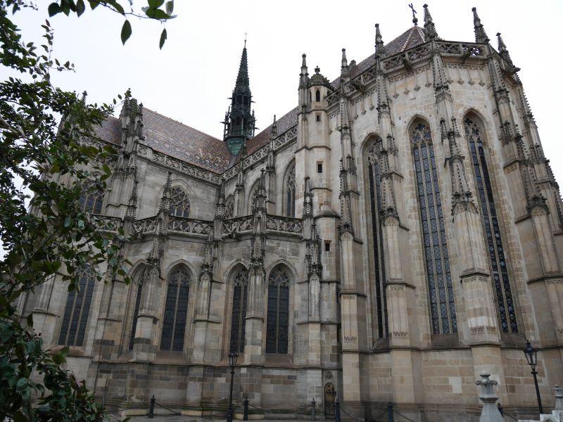 Schon schick, haut uns verwöhnte Mitteleuropäer aber nicht so recht aus den Latschen: der Elisabeth-Dom in Kosice.