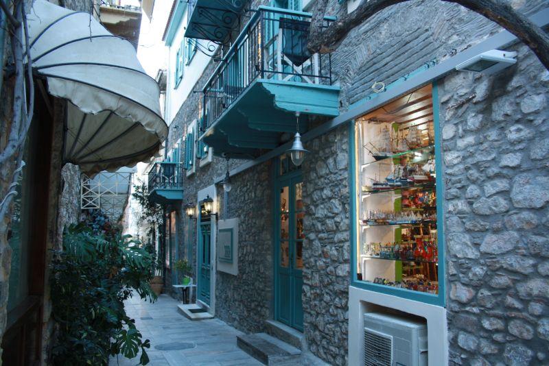Nafplion, Peloponnes, Griechenland, schöne Gasse.
