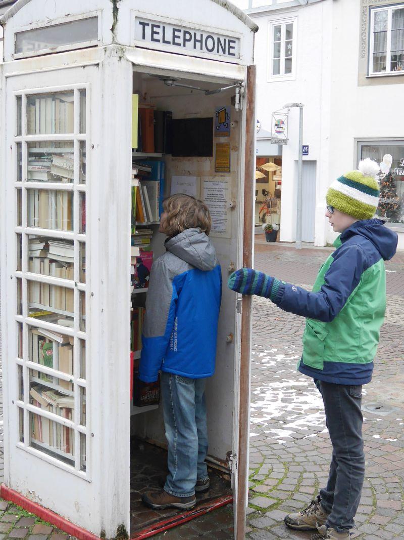 Ausflug nach Lemgo mit Kindern, Bücherei in der Telefonzelle