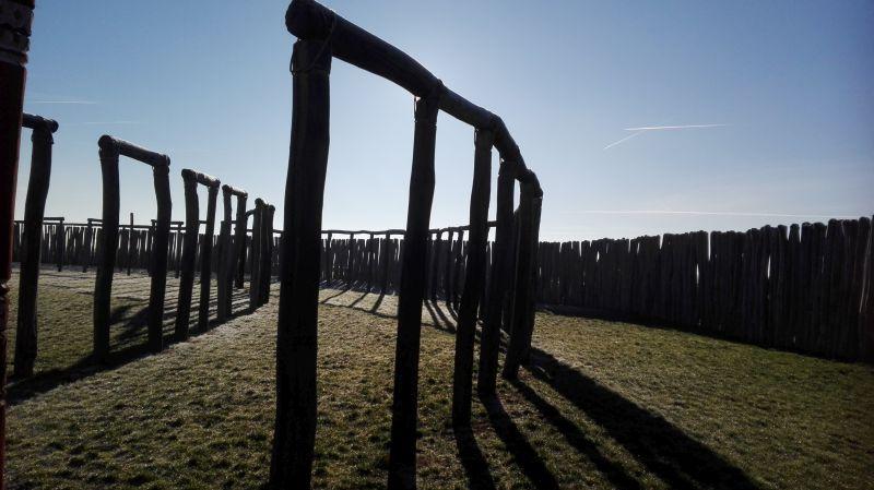 Steinzeitliches Ringheiligtum Pömmelte bei Schönebeck in Sachsen-Anhalt, Licht und Schatten