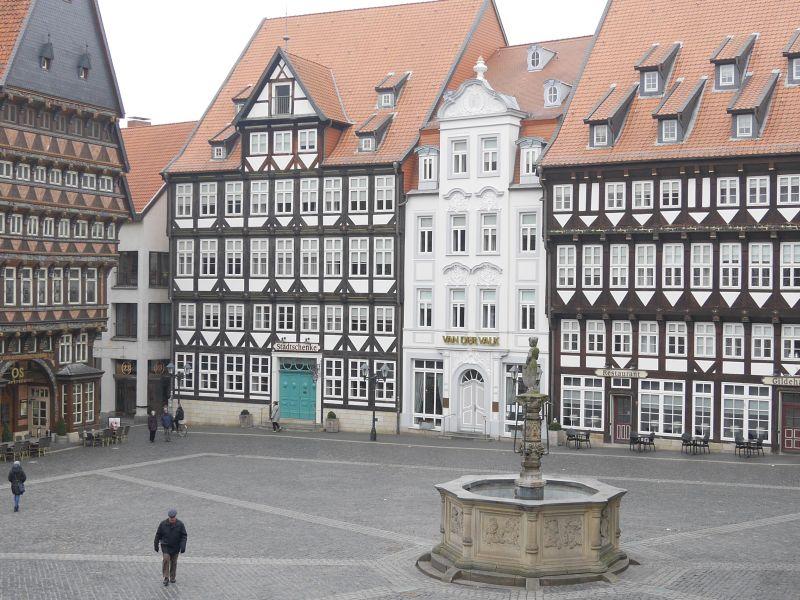 Rekonstruierter Marktplatz Hildesheim mit Knochenhauer-Amtshaus.