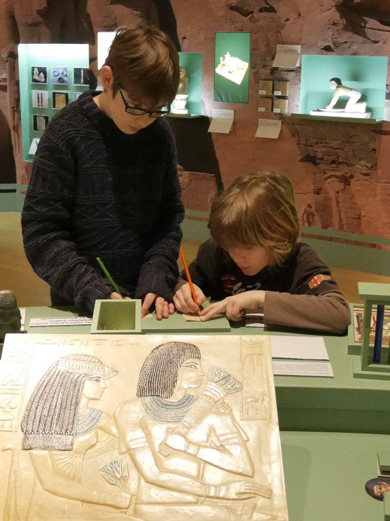 Hildesheim mit Kindern, Roemer- und Pelizaeus-Museum, Museum der Sinne