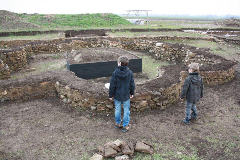 Bei den römischen Ruinen von Gracanica, Kosovo