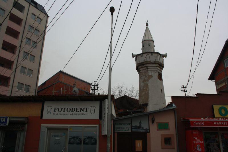 Ladenzeile in Pristina, Kosovo als Reiseziel