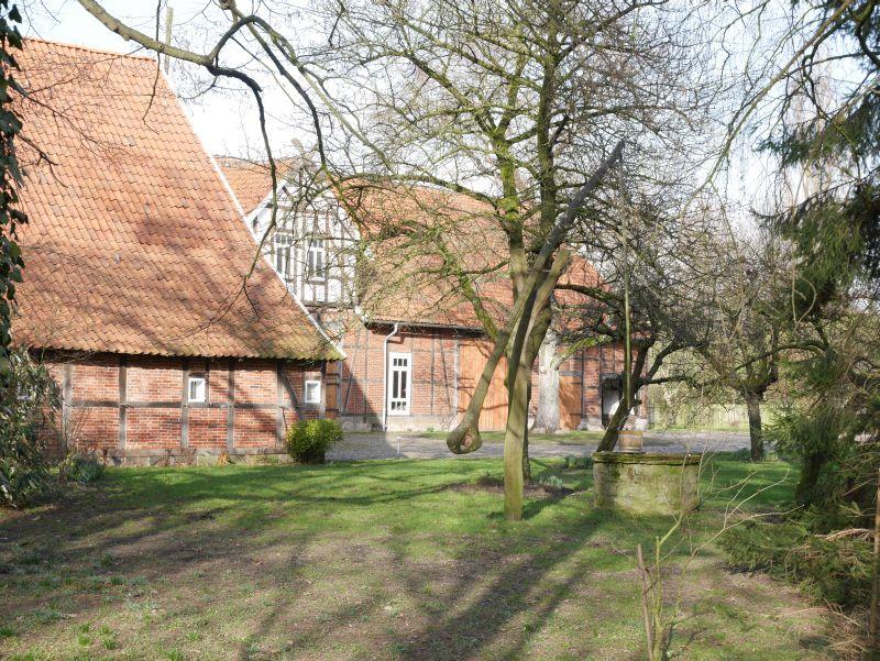 Idylle im Schaumburger Land, Bauernhof mit Ziehbrunnen