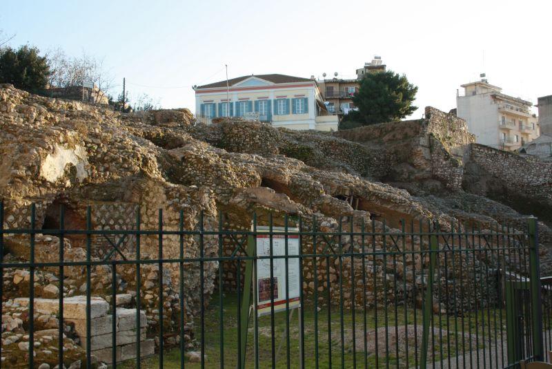 Römische Ruinen in Patras mit Kindern