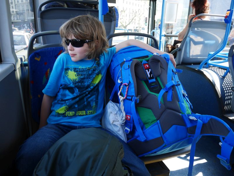 Backpacking mit Kind in der Schweiz, Bus nach Genf