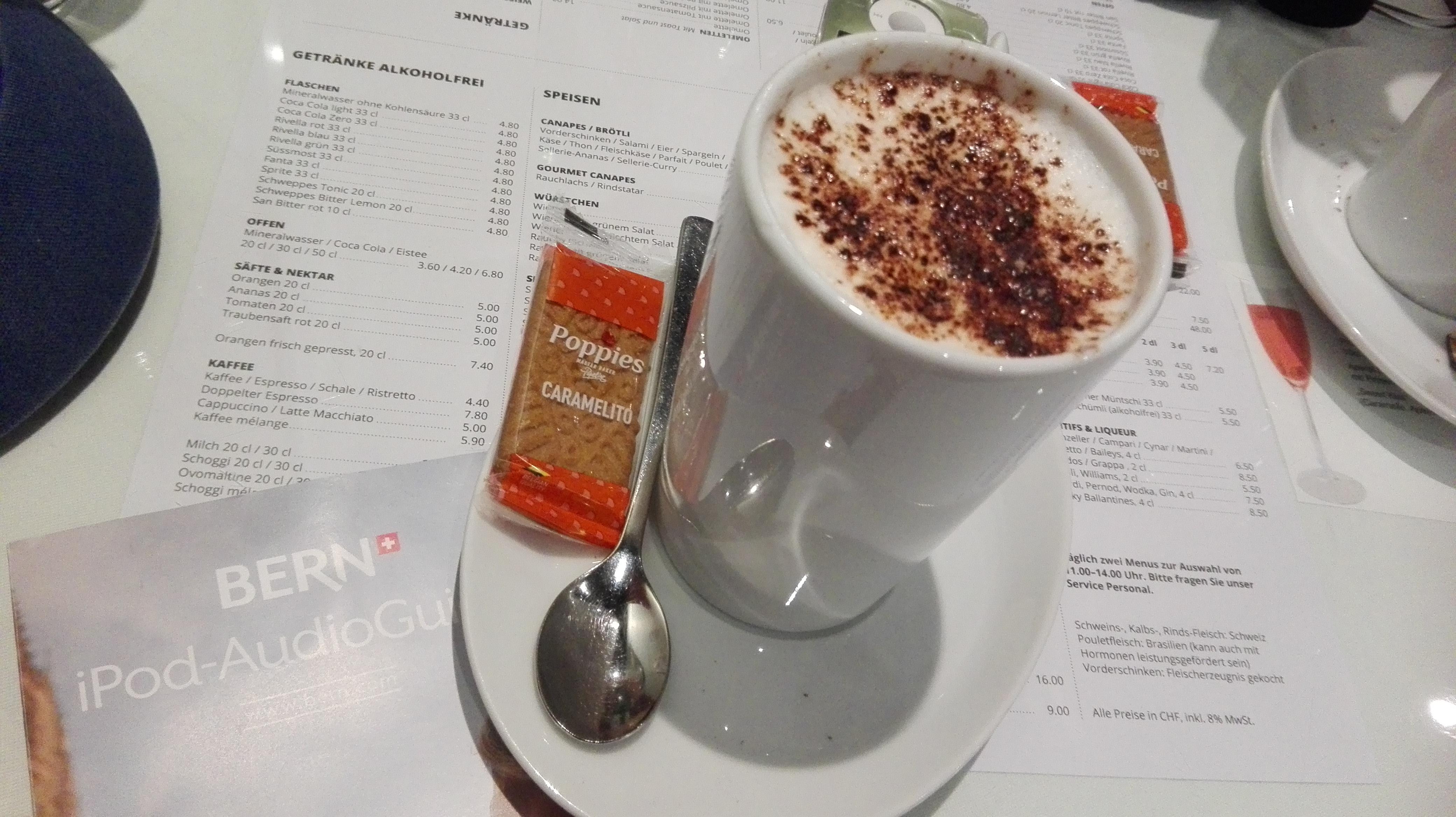 Backpacking in der Schweiz, teurer Cappuccino in Bern