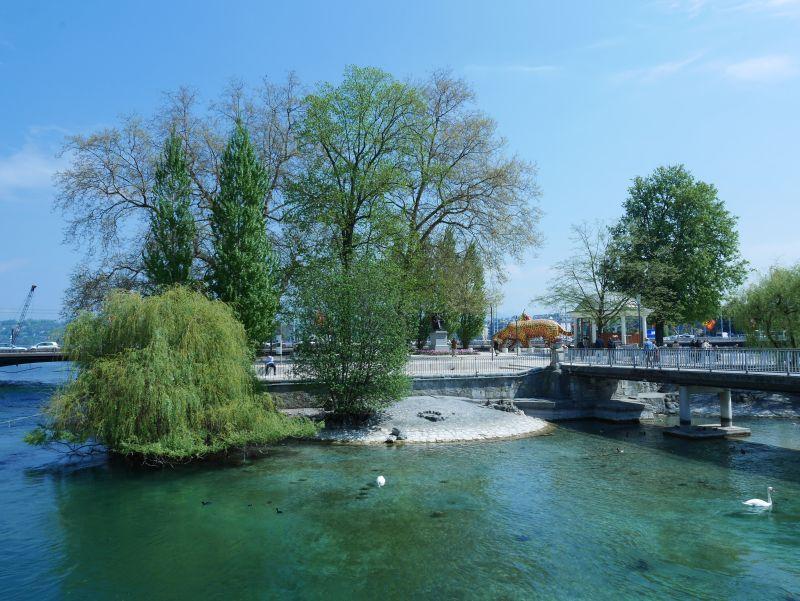 Das winzige Inselchen in der Rhone-Mündung ist Jean-Jacques Rousseau gewidmet.