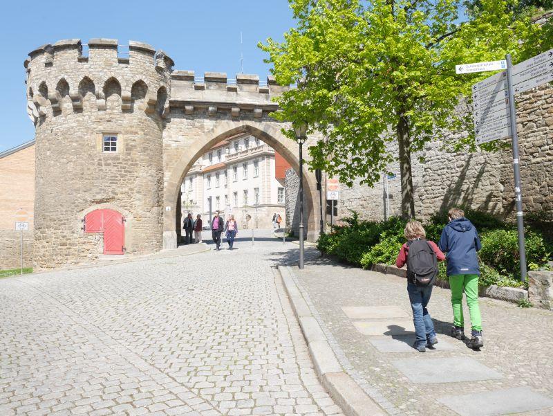 Merseburg mit Kindern, Krummes Tor