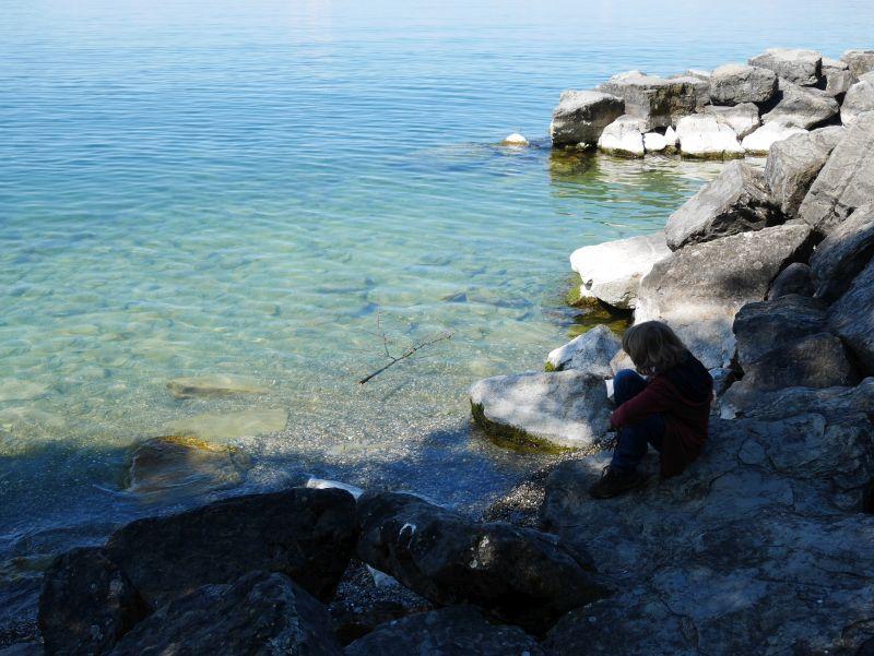 Montreau mit Kind Badestelle Genfer See