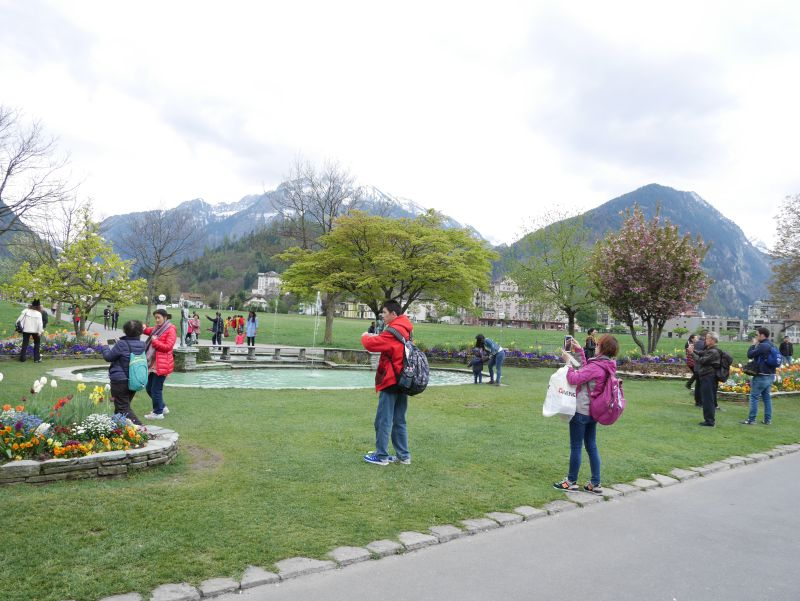 Asiatische Touristen in Interlaken