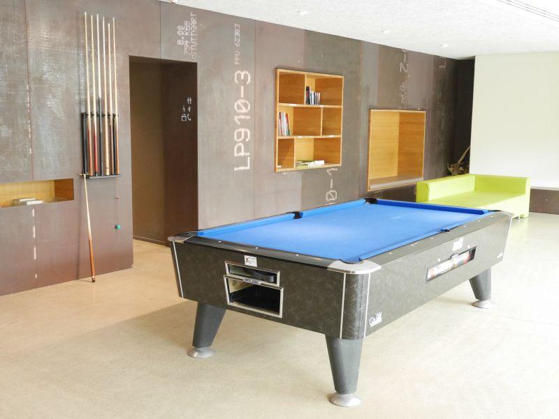 Jugendherberge Interlaken, Lobby mit Billardtisch