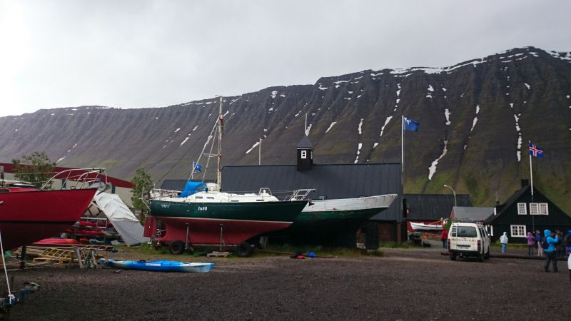 Isafjördur, Island, Altstadt mit Schiffen