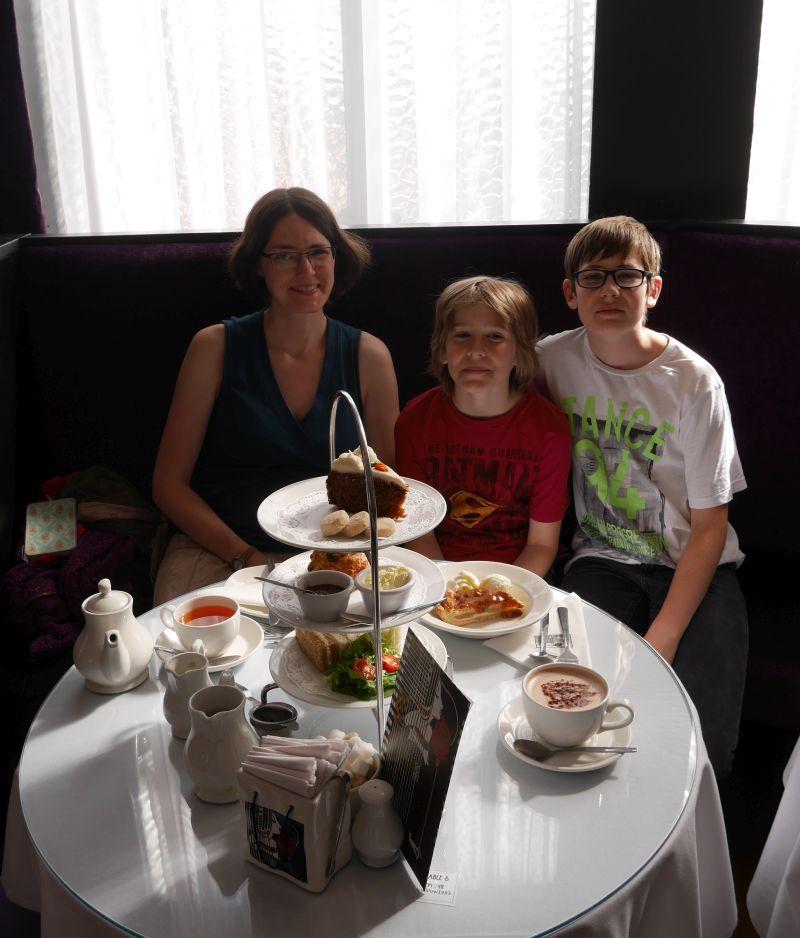Schottland alleine mit Kindern, Afternoon Tea im The Willows Tea Room, Glasgow