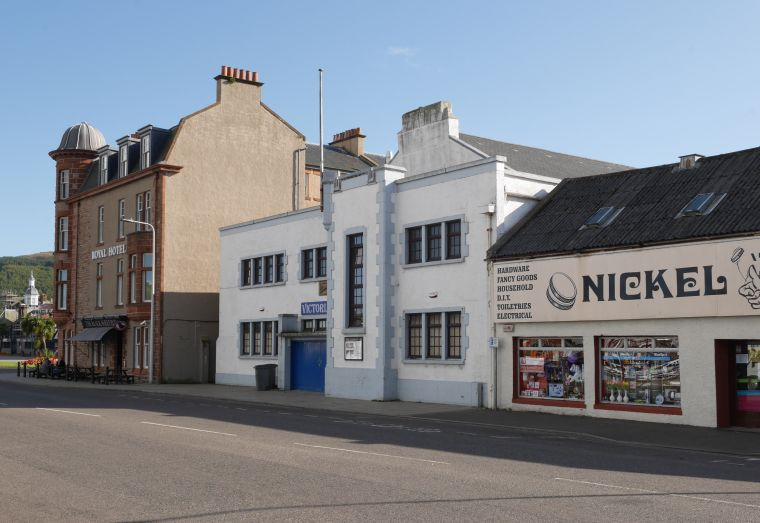 An der Hauptstraße von Campbelltown, gegenüber vom Hafen. Kintyre, Schottland
