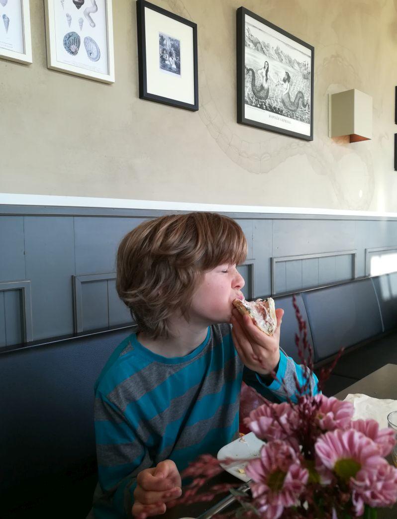 Bremerhaven mit Kindern, Frühstück im Bistro Übersee