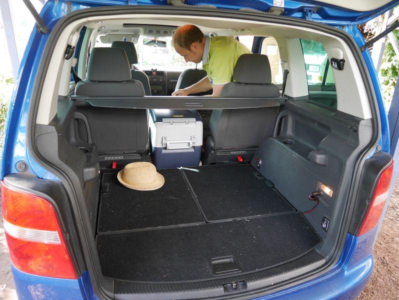 Roadtrip mit Kindern, VW Touran Kofferraum, Kompressor-Kühlbox