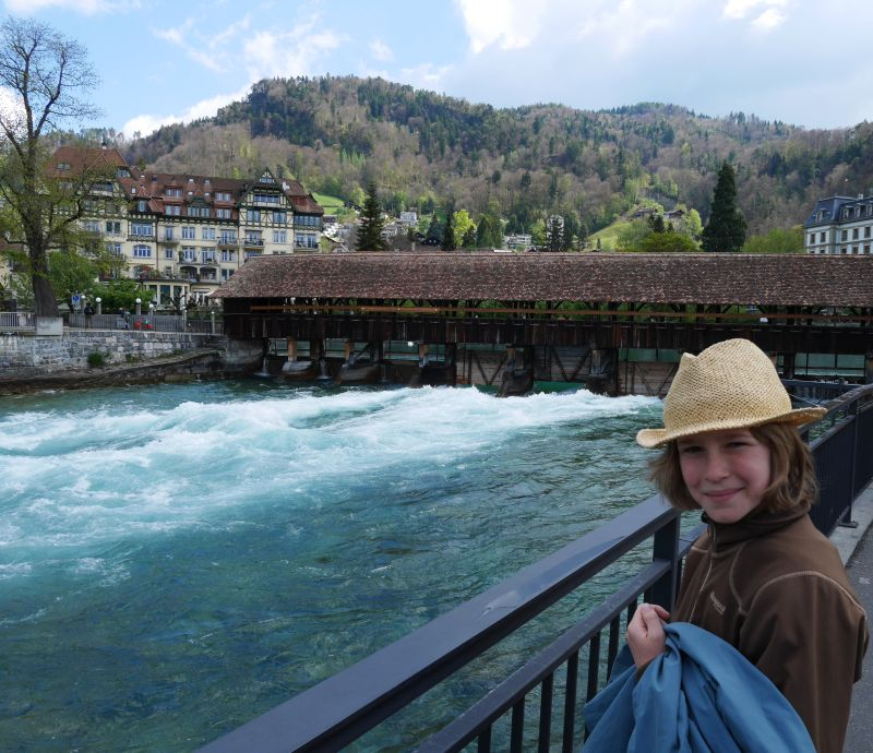 Flusswelle Aare, Obere Schleuse, Tagesausflug nach Thun mit Kind
