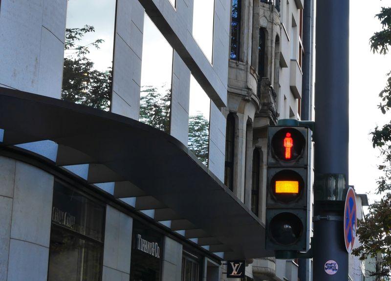Sehenswürdigkeiten in Düsseldorf Fußgängerampel orange