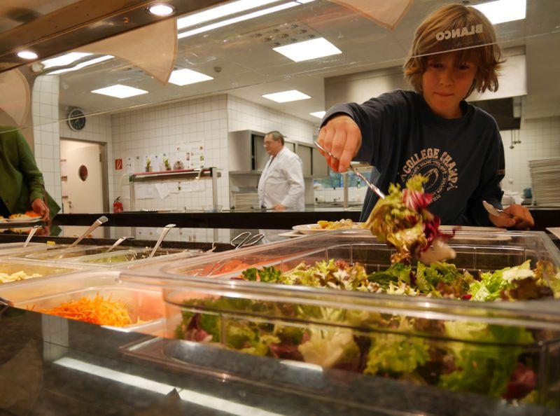 Jugendherberge Düsseldorf Speisesaal Salat