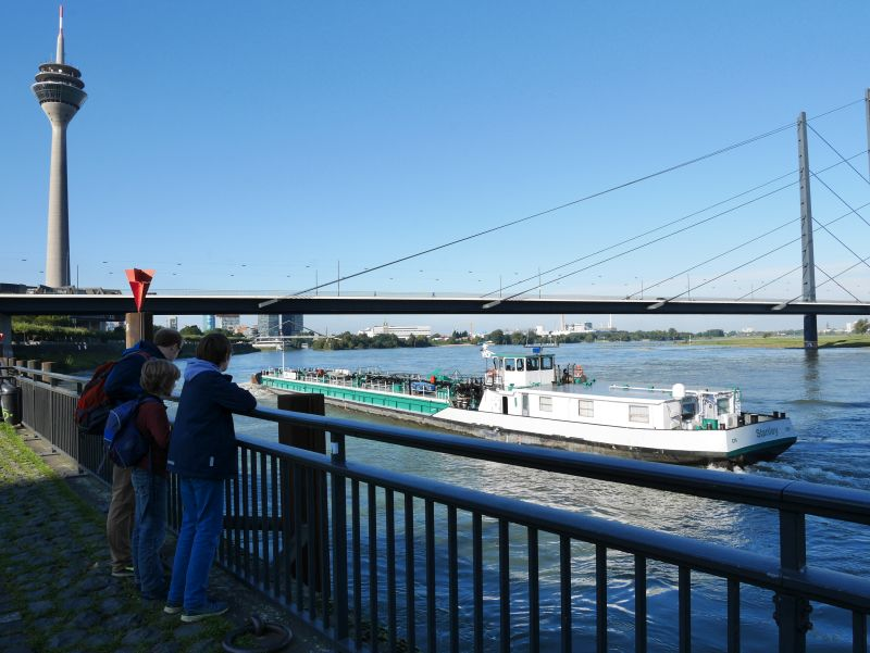 Düsseldorf mit Kindern, Boote am Rhein