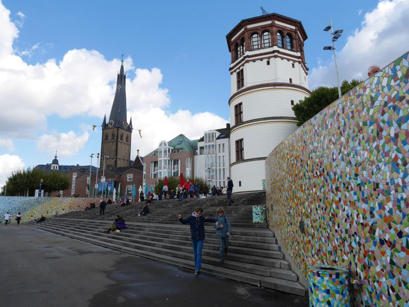 Düsseldorf mit Kindern, Rheintreppe