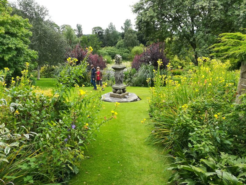 Inveresk Lodge Garden, National Trust for Scotland, Sonnenuhr