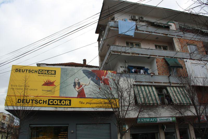 Albanien, Werbung für Farbe