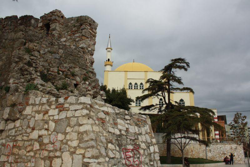 Sehenswürdigkeiten in Durres, Stadtmauer und Moschee