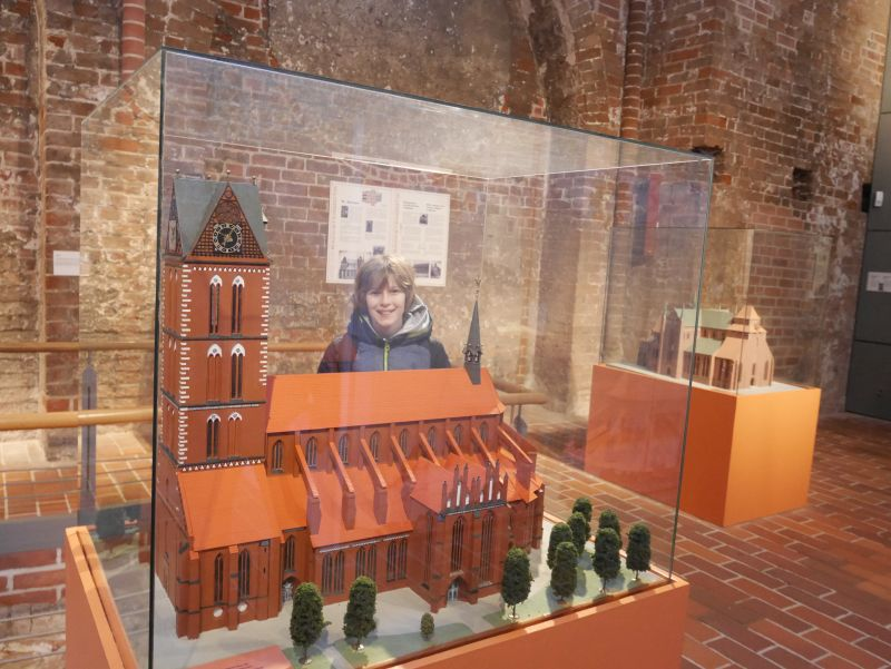 Ausstellung Marienkirche Modell, Wismar mit Kindern
