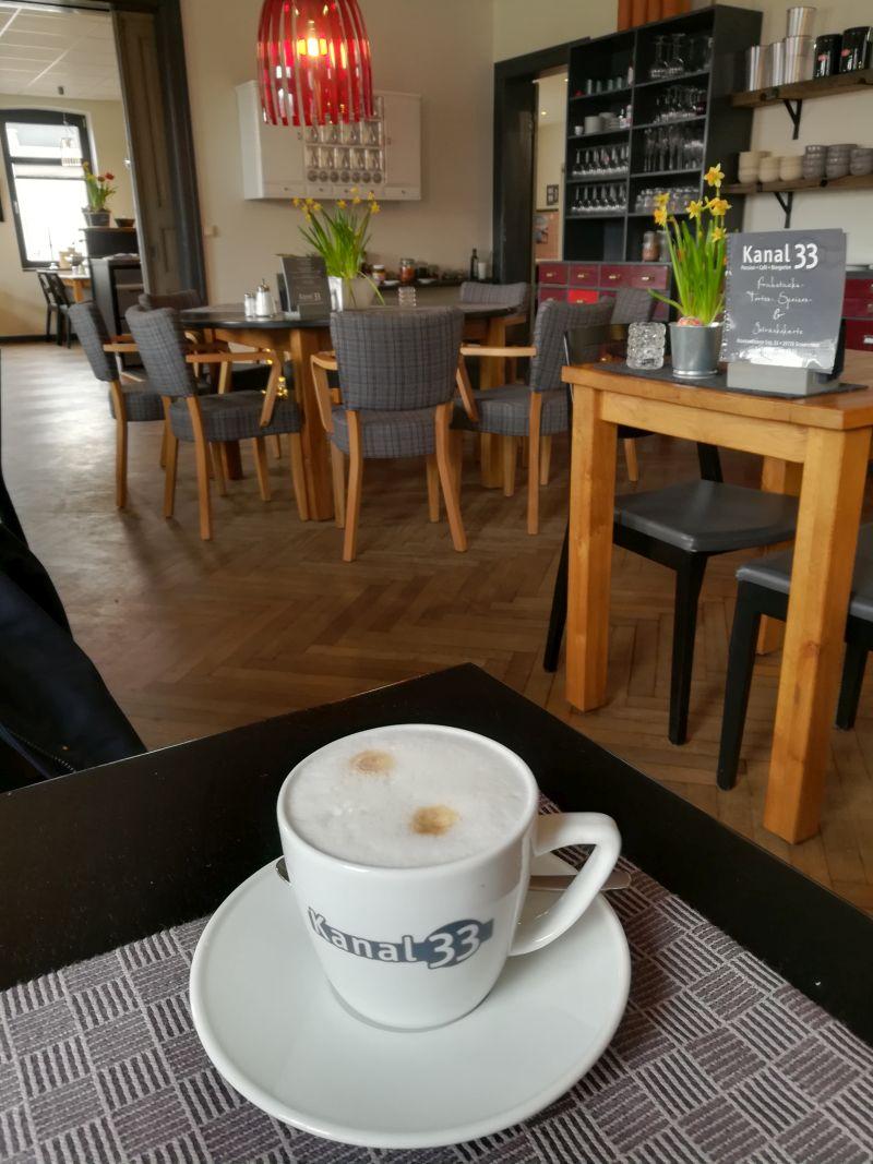 Hübsch ist es im Café Kanal 33.