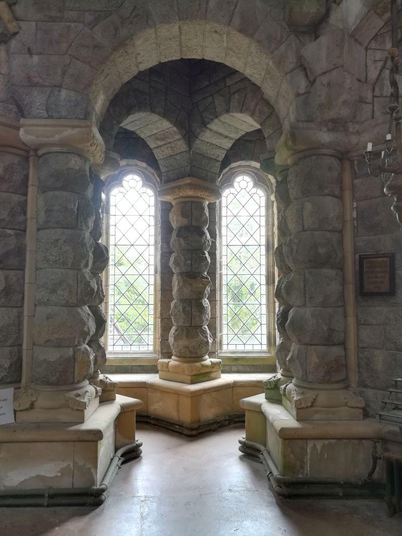 St. Conan's Kirk, Fensternische