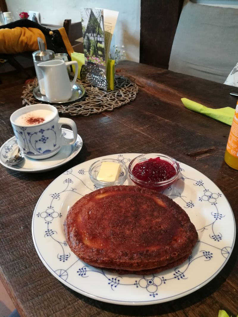 Bielefelder Bauernhausmuseum mit Kind, Café. lippischer Pickert