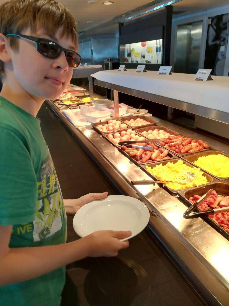 DFDS Fähre mit Kindern, Frühstück
