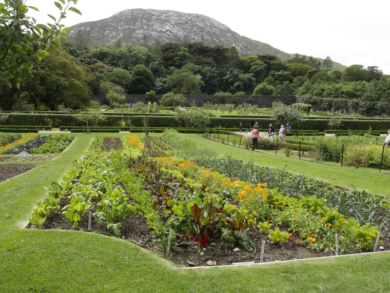 irland connemara kylemore abbey walled garden innen