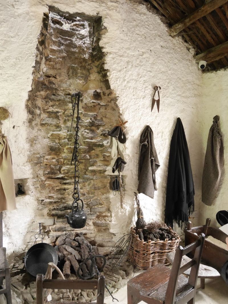 donegal glencolumbkille folk village 1800 cottage