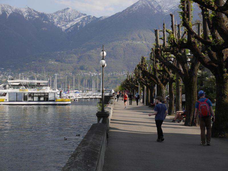 Seepromenade Locarno mit Kindern, Schweiz