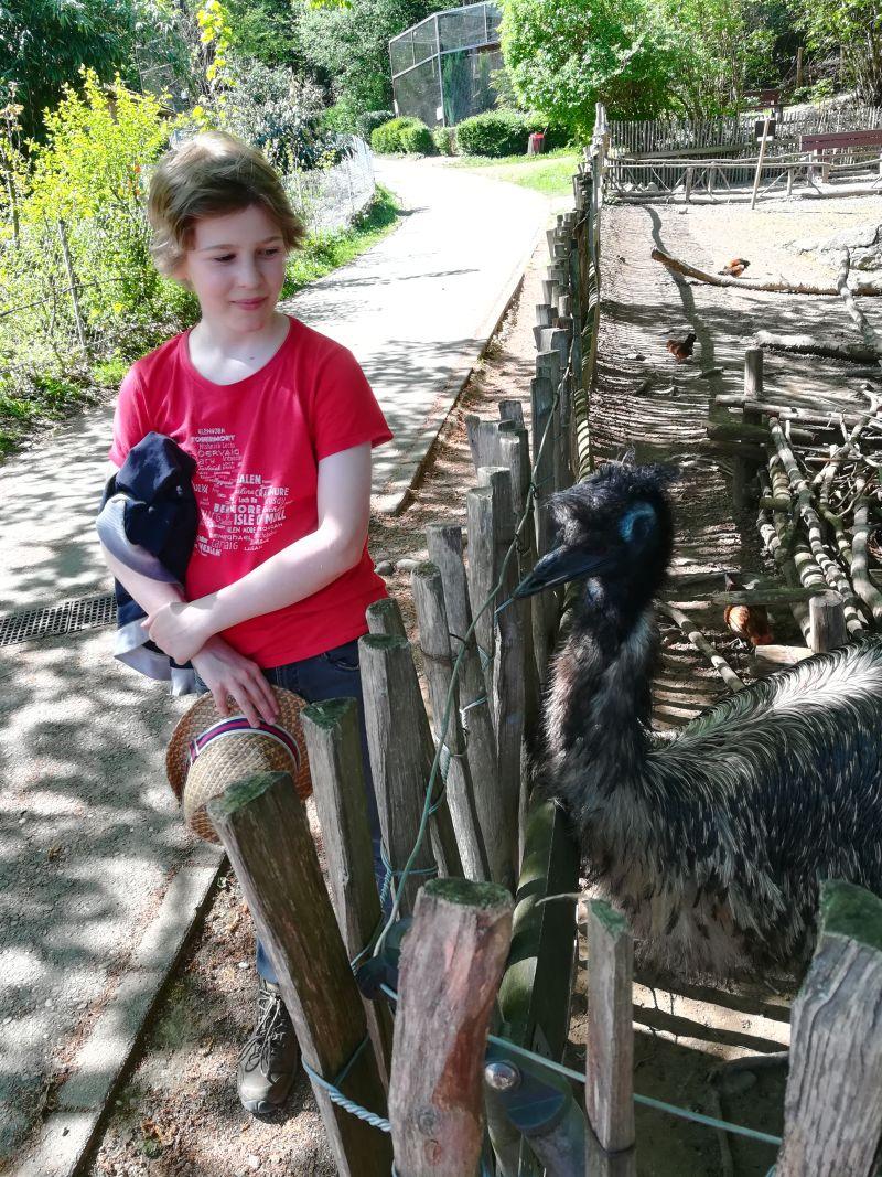 Schwarzwaldzoo Waldkirch, Kind mit Emu