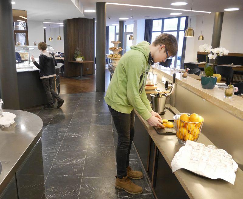 Frühstücksbuffet Hotel Pfauen Saftpresse