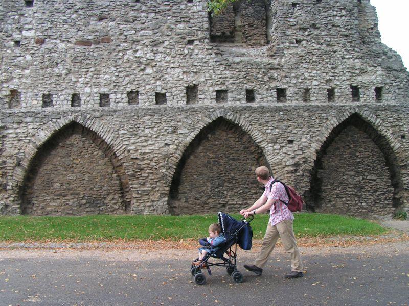 Burgruine Rochester, England, Urlaub mit Baby und Kleinkind