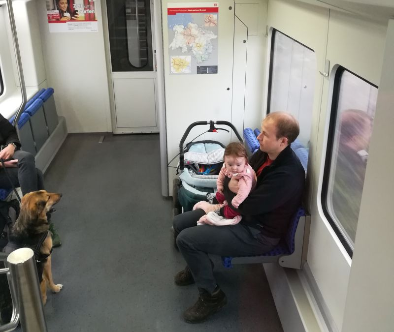Bahnfahren mit Baby
