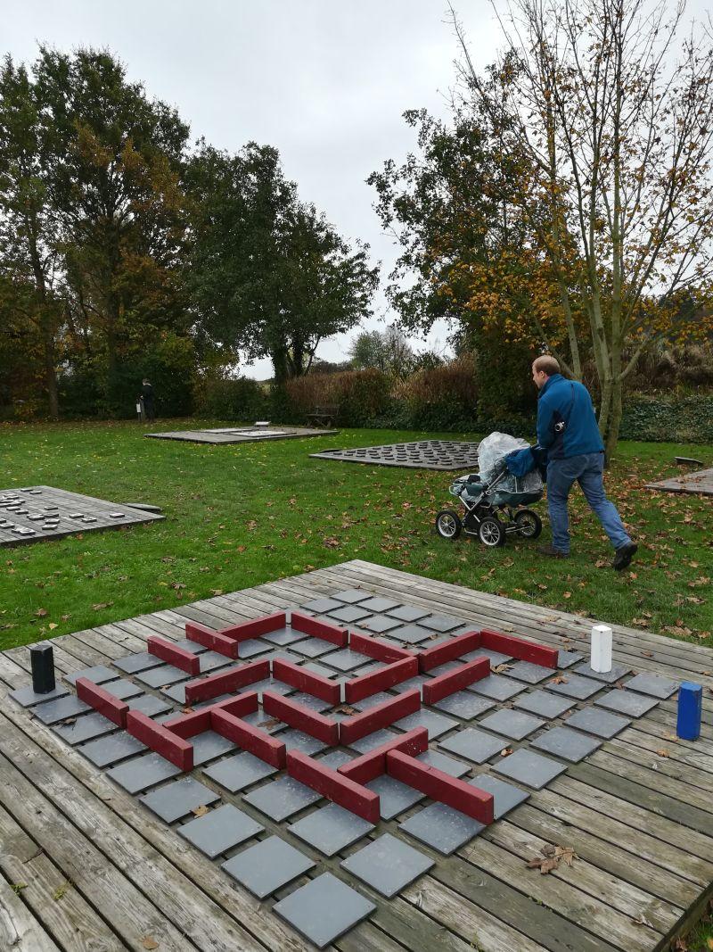 kalvehave labyrinth park dänemark mit kinderwagen