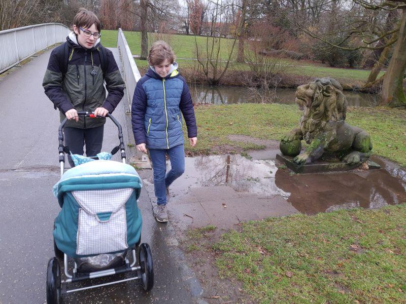 Braunschweig mit Baby und Kindern, Löwe im Park