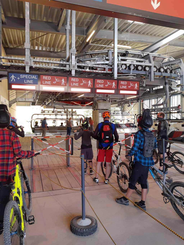 bikepark willingen mountainbike lift anstehen
